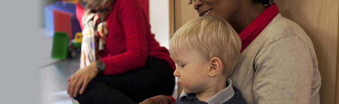 Enfant et personnel (Fondation Oeuvre de la Croix Saint-Simon)