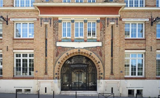 photo de la façade du bâtiment de la fondation oeuvre de la croix saint-simon
