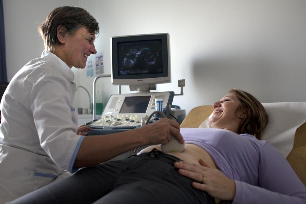 Echographie au Centre de Santé Médical et Dentaire de la Fondation Oeuvre de la Croix Saint-Simon