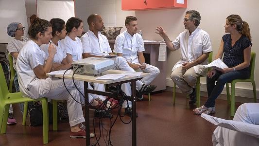 De chaque instant un film de Nicolas Philibert tourné à l'Institut de Formation Paramédicale et Sociale de la Fondation Oeuvre de la Croix Saint Simon