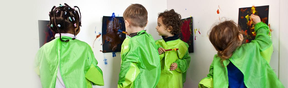 activité des enfants dessinent (Fondation Oeuvre de la Croix Saint-Simon)