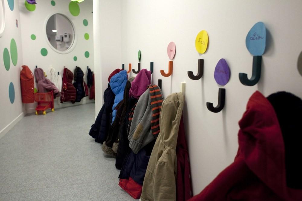 Crèche Tambour et trompette , couloir vert et porte-manteaux