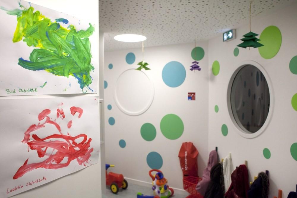 Crèche Tambour et trompette , couloir vert et peintures (Fondation Oeuvre de la Croix Saint-Simon