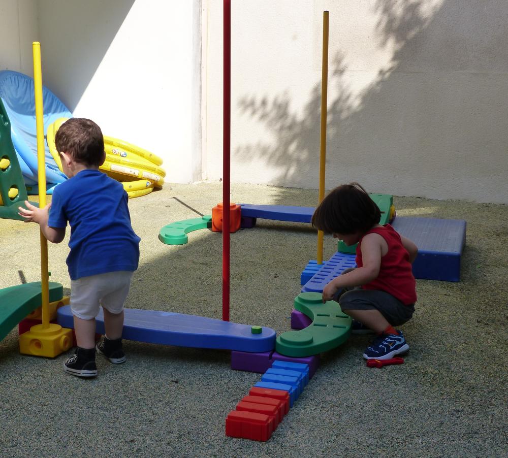 Crèche Framboise, terrasse jeux de construction