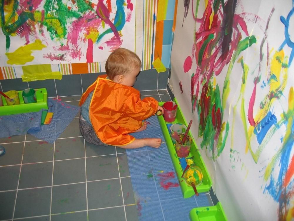 Crèche Les petits Gailhard, atelier peinture (Fondation Oeuvre de la Croix Saint-Simon)