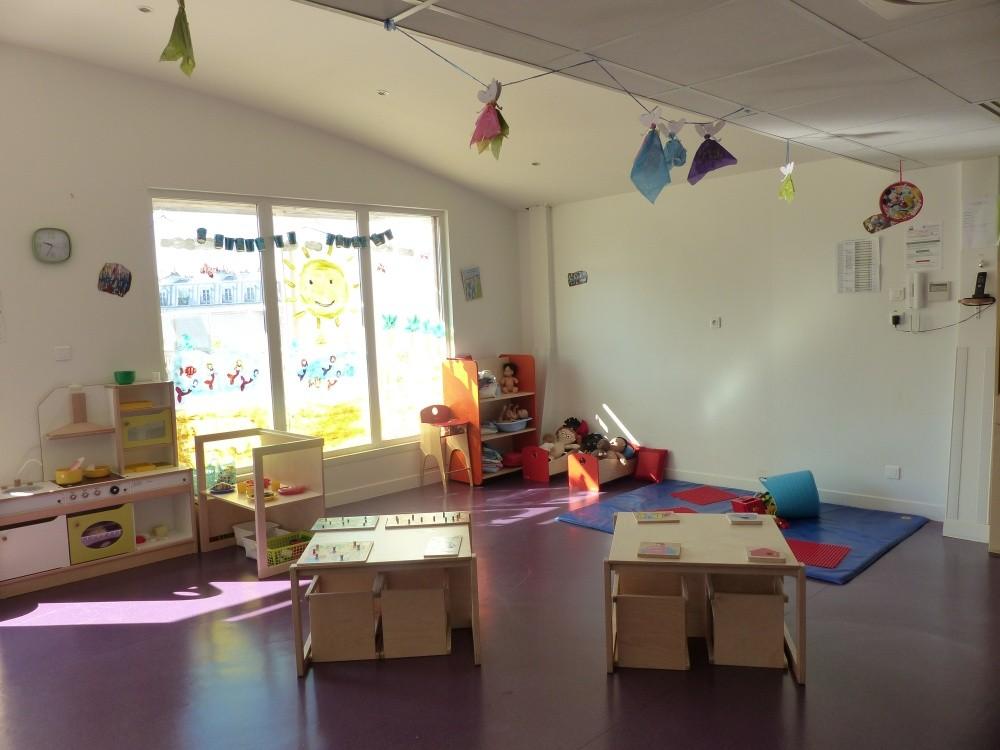 Multi-accueil Clavel, tables jeux (Fondation Oeuvre de la Croix Saint-Simon)