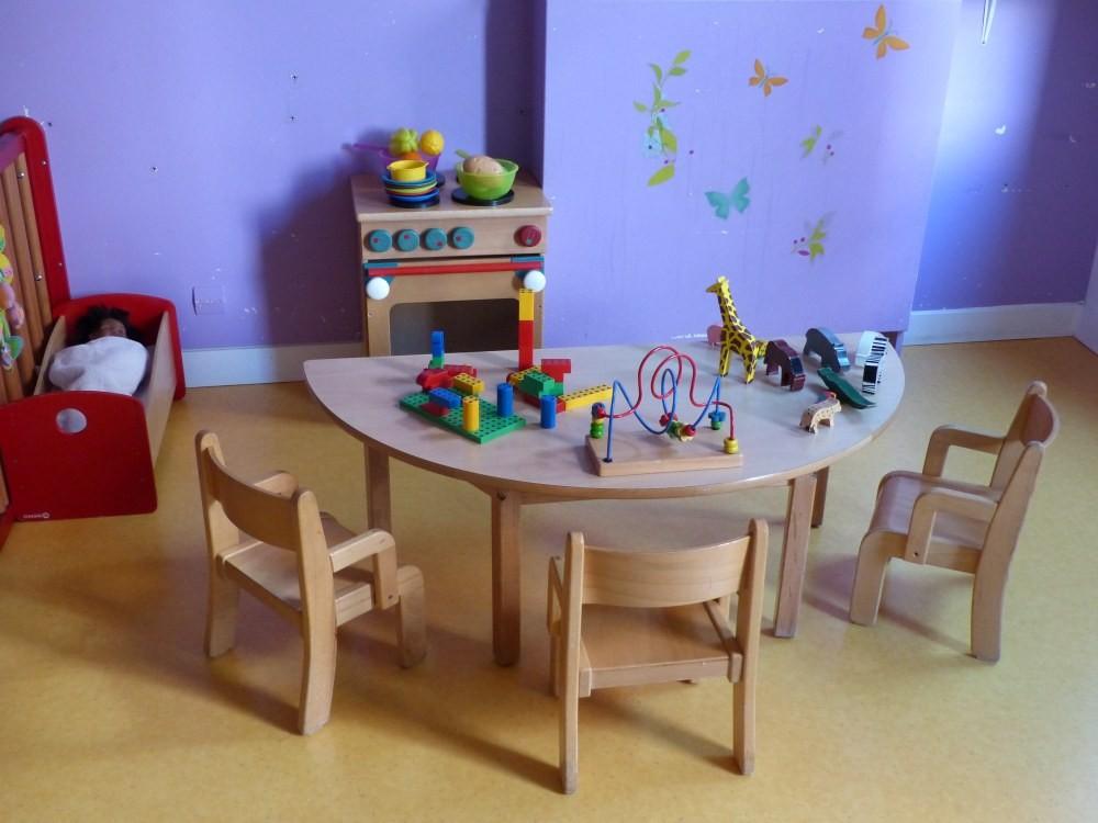 Crèche Framboise, table jeux