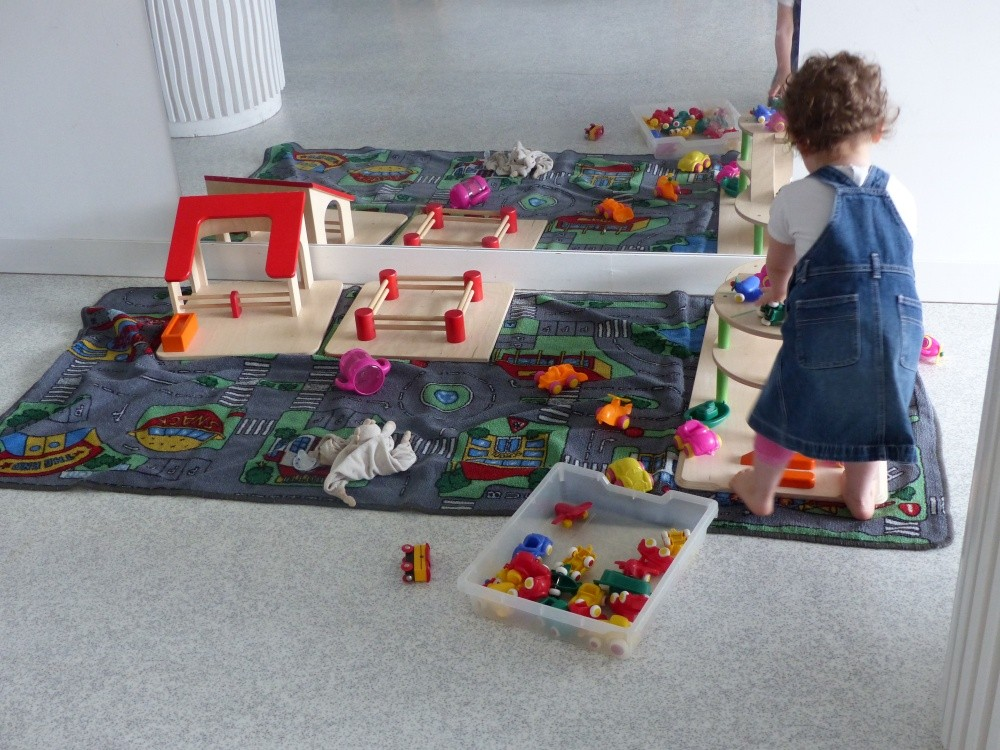 Multi-accueil Hippocampe, petite fille et maison