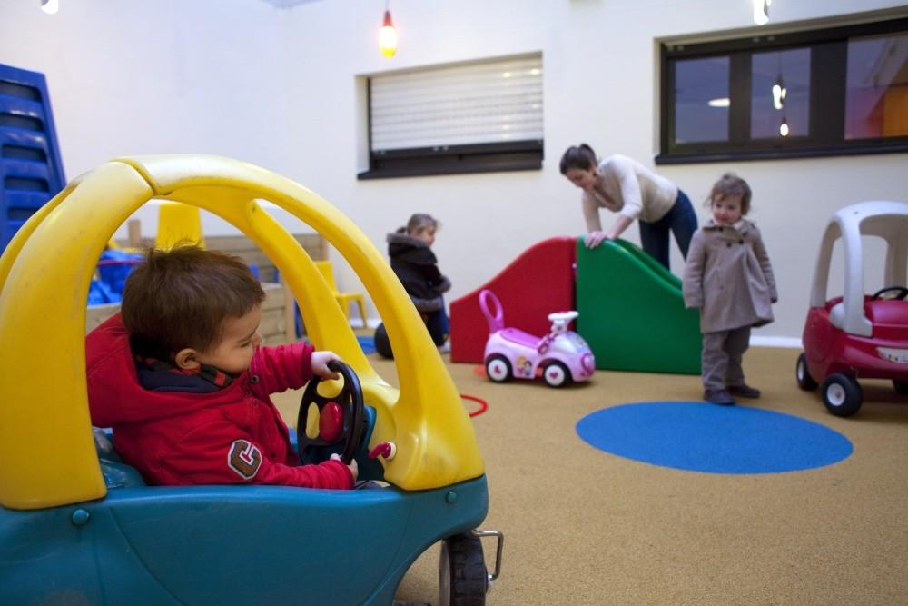 crèche Tambour et trompette, cour voitures (Fondation Oeuvre de la Croix Saint-Simon)