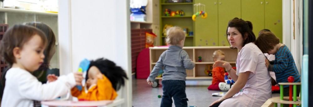 Crèche Bethléem, jeux poupée (Fondation Oeuvre de la Croix Saint-Simon)