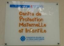 Plaque d'entrée de la PMI Croix Saint-Simon de la Fondation Oeuvre de la Croix Saint-Simon